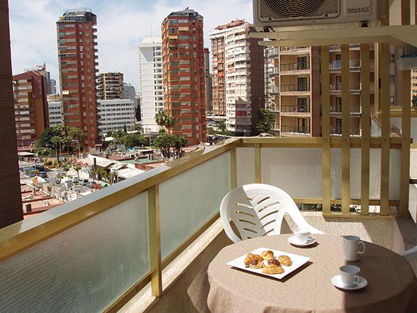 terraza con vistas en apartamentos Benidorm