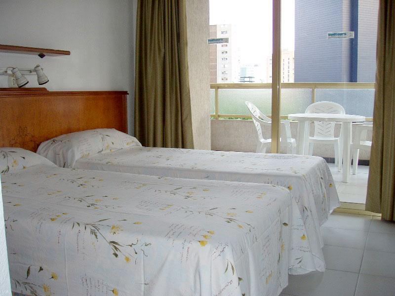 dormitorio exterior en apartamento benidorm