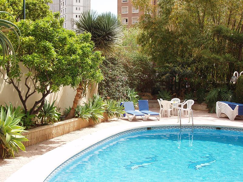 piscina apartamentos maria victoria Benidorm